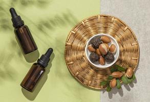 vue de dessus arrangement d'huile d'argan photo