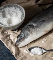 arrangement de poisson cru pour la cuisson photo