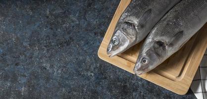 assortiment de poisson cru pour la cuisine photo