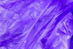 Texture abstraite du sac poubelle en cellophane violet photo
