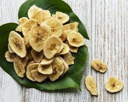 tranches ou chips de banane confite séchée photo