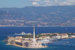 La bénédiction d'une madonnina d'or au port de Messine en Sicile Italie photo