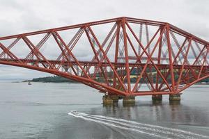Le quatrième pont ferroviaire de l'Écosse reliant le sud de Queensferry à Édimbourg avec North Queensferry Fife photo