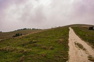 Montagnes du plateau d'Asiago près de Vicence, Italie photo
