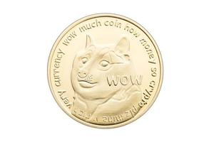 Pièce de dogecoin isolée sur fond blanc crypto-monnaie photo