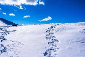 empreintes de pas dans la neige photo