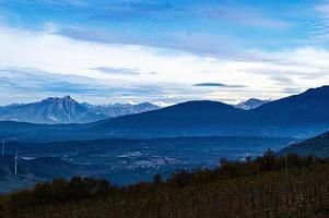 montagne et vallée à valpolicella photo