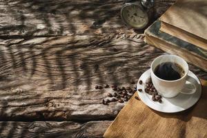 tasse à café sur vieux bois photo