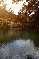 Lac dans la montagne à bilbao espagne photo