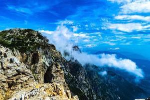 vue sur les montagnes près de recoaro photo
