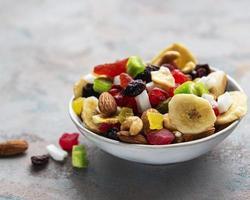 divers fruits secs et mélanger les noix photo