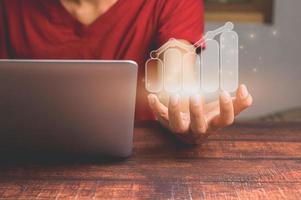 concept d'entreprise investisseur travaillant dans le monde en ligne montrant des graphiques d'hologramme photo