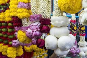 fleurs religieuses sur le marché photo