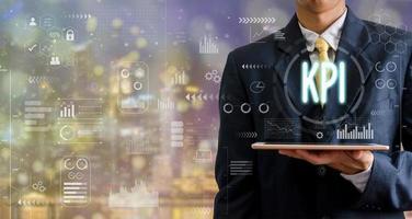 homme affaires, tenue, a, ordinateur tablette, à, a, icône kpi photo