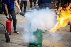 formation des employés à la lutte contre les incendies photo