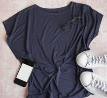 ensemble de vêtements féminins élégants photo