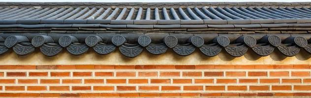 Toit sur mur dans le palais de Gyeongbokgung en Corée du Sud photo