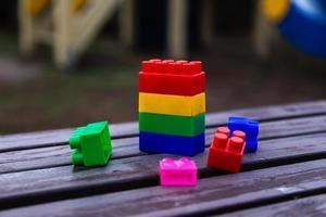 blocs de construction de jouets colorés photo