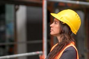 Portrait de profil de femme ingénieur photo