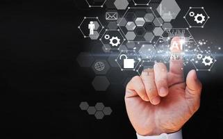 main d & # 39; homme d & # 39; affaires touchant le dépistage virtuel big data et stratégie technologique de transformation numérique photo