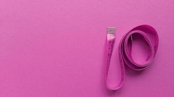 Centimètre Rose Sur Fond Rose Simple Plat Poser Avec Concept De Remise En Forme De Texture Pastel Photo