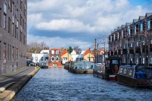 Bateaux amarrés dans un canal dans la nouvelle zone nouvellement développée d'Islington à Manchester photo