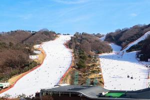 Gangwon-do, Corée, 4 janvier 2016 - les gens skient au parc Daemyung Vivaldi photo