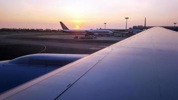 L'aéroport de Changi, Singapour, 7 janvier 2016 - vue depuis la fenêtre de l'avion photo