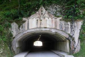 tunnel sous la montagne photo