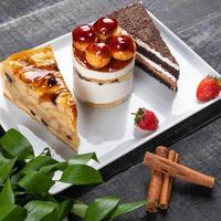 desserts de beaux gâteaux au chocolat bouchent photo