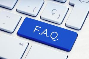 Mot de la FAQ sur la touche du clavier de l'ordinateur bleu photo