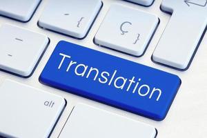 Mot de traduction sur la touche du clavier de l'ordinateur bleu photo