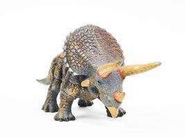 Jouet en caoutchouc tricératops dinosaure isolé sur blanc photo