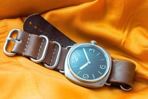 photo réaliste nette de montres-bracelets militaires vintage