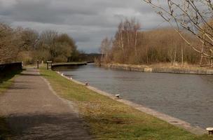 chemin de halage du canal et arbres photo