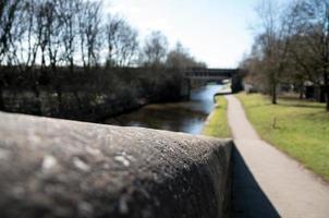mur de pierre et long chemin de halage photo