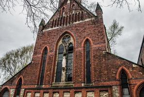 église en brique rouge photo