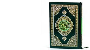 concept islamique isolé bouchent le saint coran photo