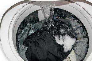 Gros plan à l'intérieur de la machine à laver photo