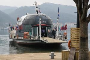 Gangwon-do, Corée 2016- navire à passagers pour les touristes à travers l'île photo