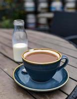 tasse de café bleu photo