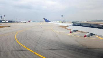 Singapour 2016- photos de la fenêtre de l'avion à l'aéroport de changi