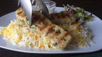 Gros plan macro photographie de poulet kebab servi photo