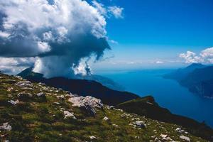 lac et nuages photo