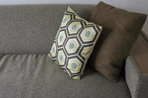 oreiller de canapé dans l'appartement photo