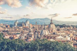 la ville de rome dans l'après-midi photo