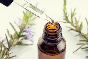 huile essentielle de romarin photo