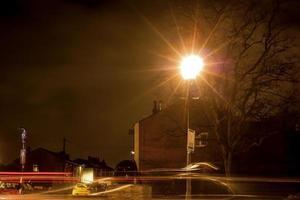 lumières de voiture la nuit photo