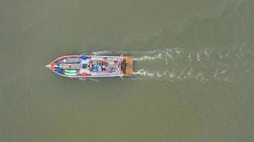 bateau de pêcheur vue aérienne photo