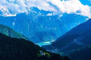 vallée de l'alléghe avec lac photo